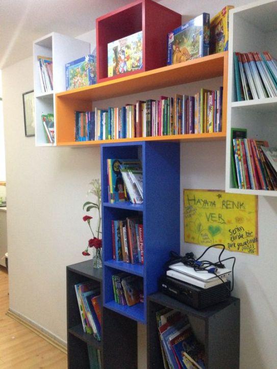 Hayata Renk Ver Derneği kitapları hastane koridorlarına taşıyor