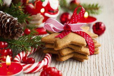 Yılbaşında Noel Ağacı Süsleme Cicicee