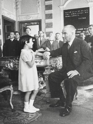 Ataturku-cocuk-sevgisi-12