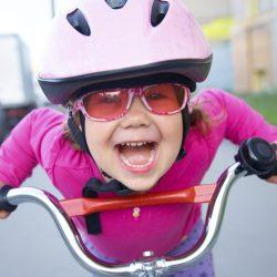 Bisiklet Süren Özgür Çocuk