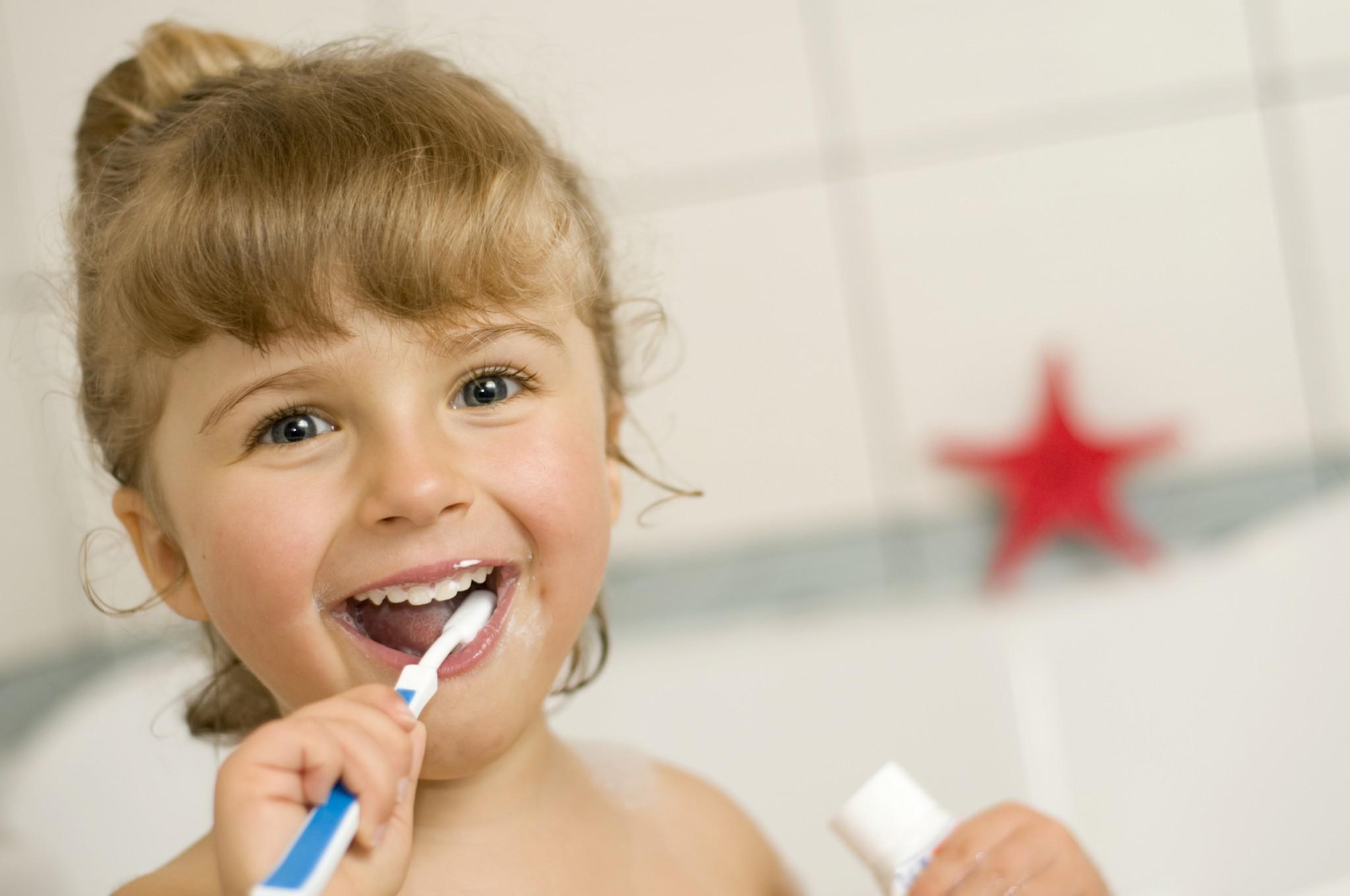 Почистить зубки не даёт 6 фотография