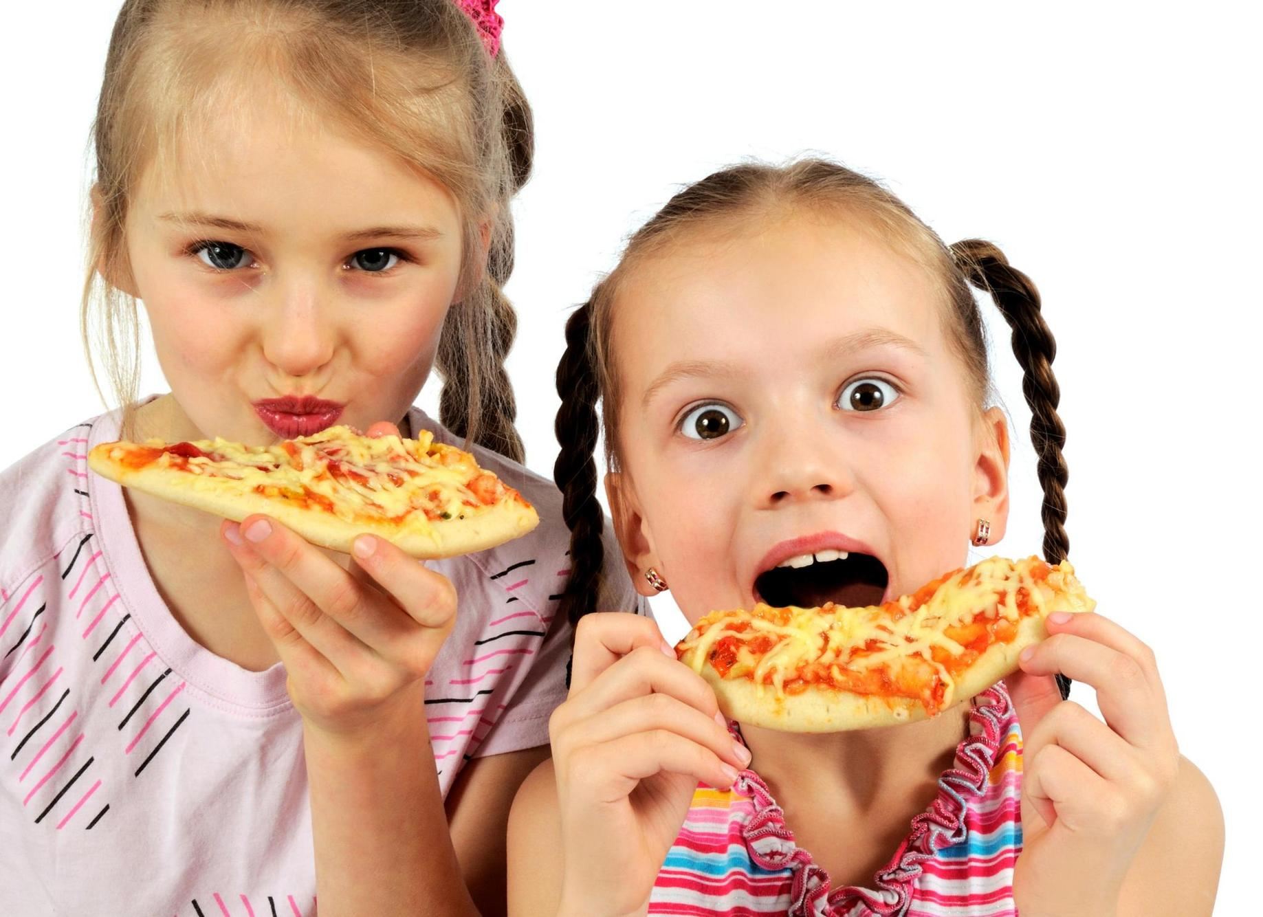 kid eating pizza - 765×555