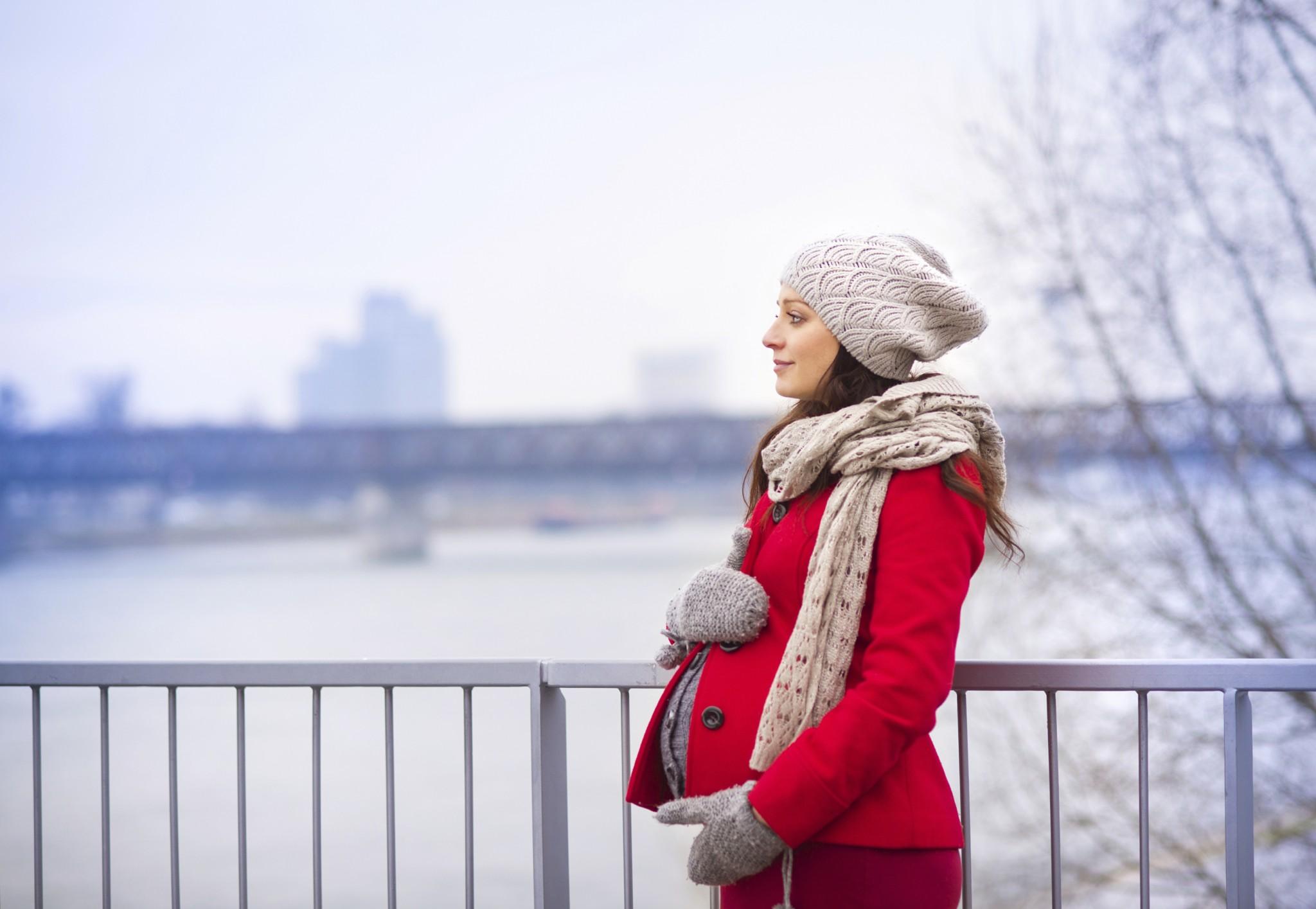 Kışın yeni doğmuş bir bebek giymek, nasıl soğuk olmayacak