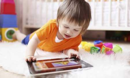 bebekler ve teknolojik cihazlar