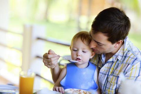 Çocuğunun Bakımıyla İgilenen Baba