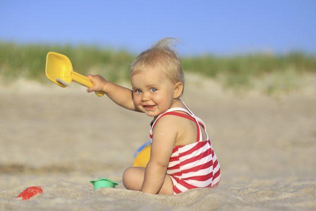 Güneşlenen bebek