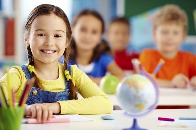 Okula Yeni Başlayan Çocuk