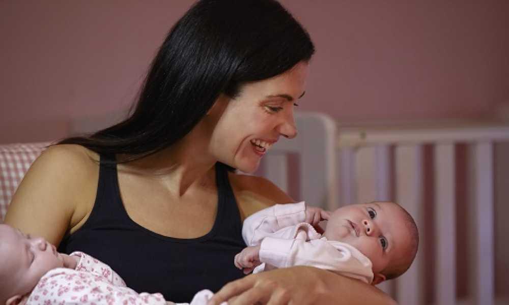 ikiz bebekler nasıl emzirilir