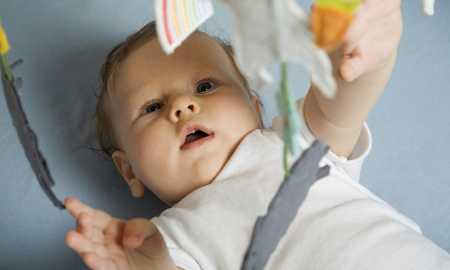 bebekler için oyuncak seçimi