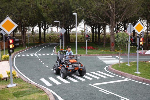 çocuklara trafik dersi (2)