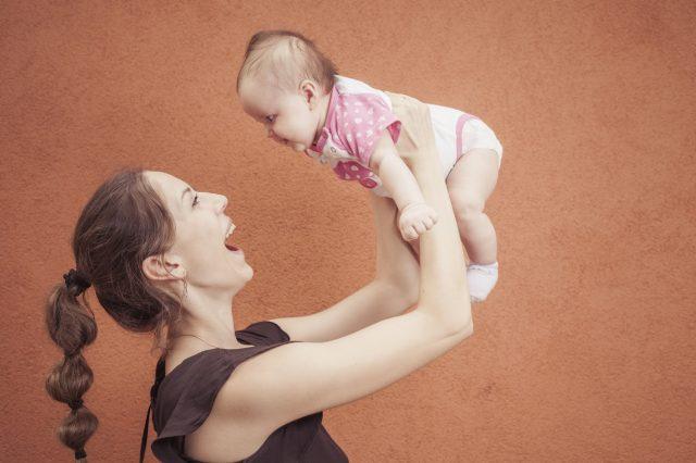 Bebekler ne zaman emeklemeye başlar