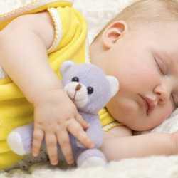 bebekler neden oyuncakla uyur
