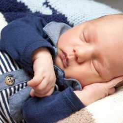 uykusu gelen bebek