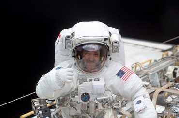 Astronot John M Grunsfeld