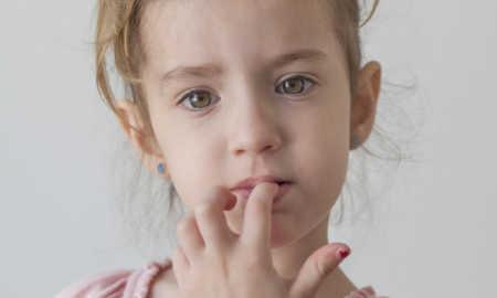 Çocuğun Tırnak Yemesi