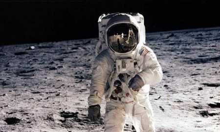 Astronotlar uzayda nasıl yürür?