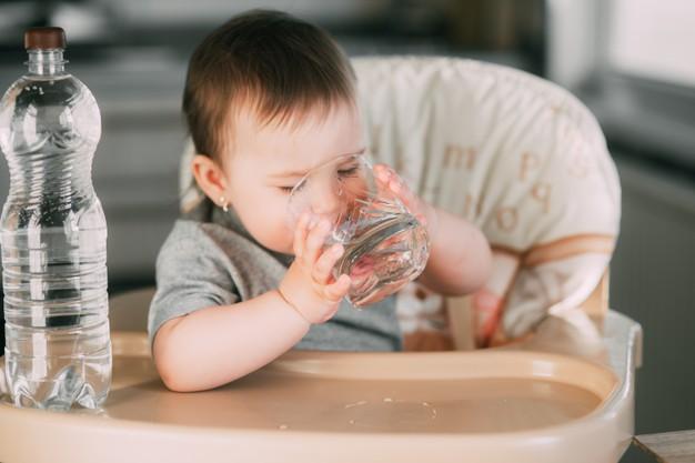 Altı aylık bebeğe kaç ml su verilir?