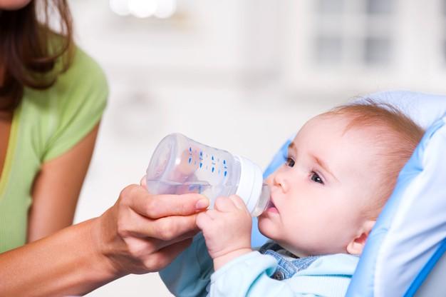 Mamayla Büyüyen Bebeklere Su Verilir mi?
